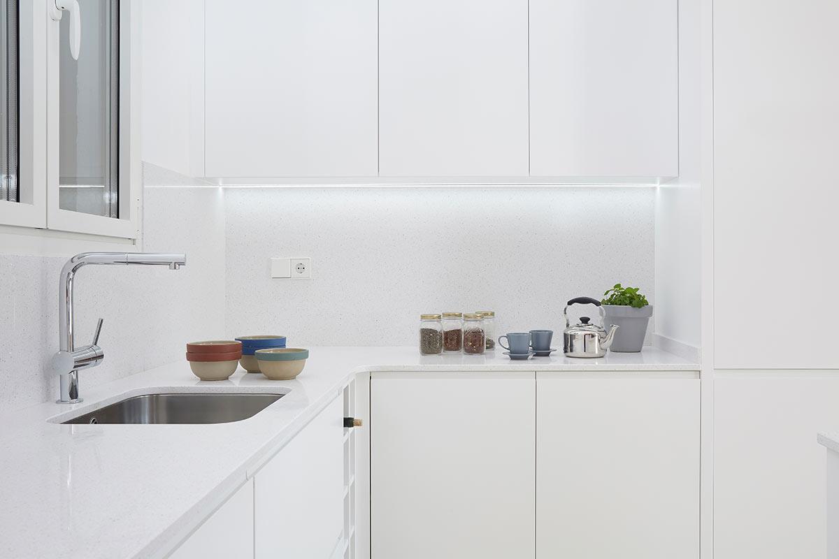Cocina blanca lacada omo barcelona f brica armarios y for Cocinas blancas 2016