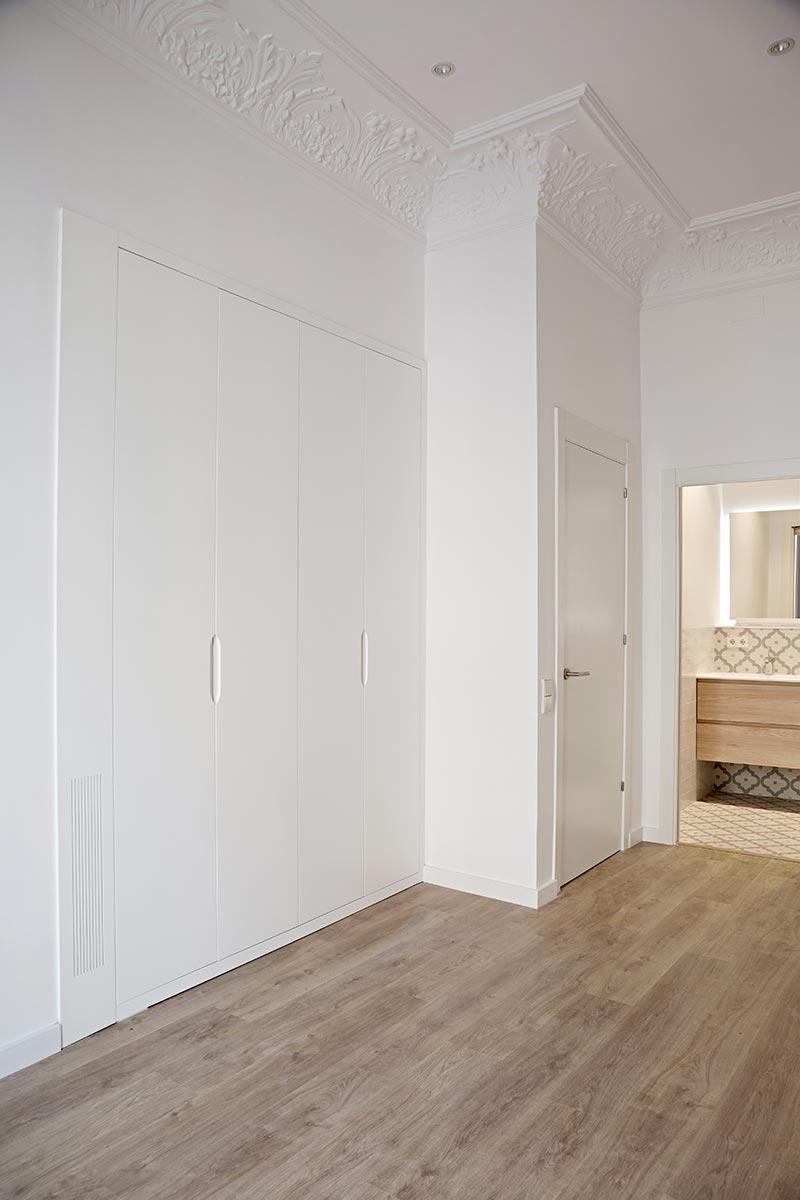 Armario empotrado en laca blanca fabricantes de armarios - Puertas de cocina a medida ...