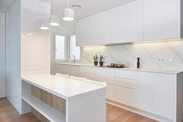 Cocina blanca lacada en Barcelona