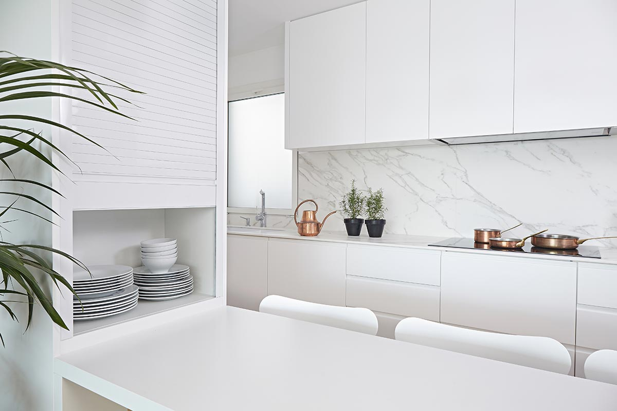 Cocina blanca lacada barcelona omo barcelona for Cocinas modernas blancas precios