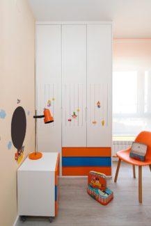 Armario con colores infantiles realizado a medida