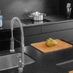 Mueble de cocina de color negro y encimera negra Barcelona