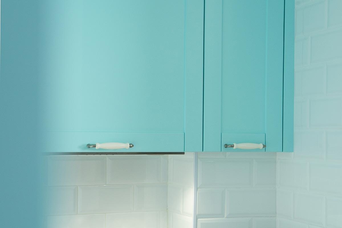 Cocina personalizada en color aguamarina