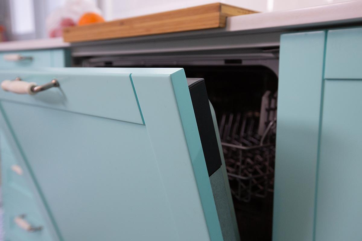 Lavavajillas oculto en los muebles de cocina